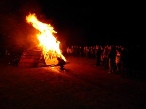 bonfire-and-crowds